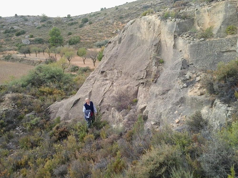 Buscando las piedras de los monumentos de Alcorisa